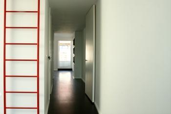 Quarto suite e terraço ao fundo.