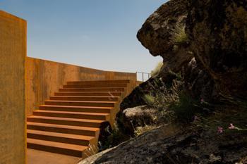 Vista da escada de acesso ao interior do Castelo