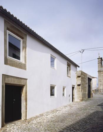 Acesso principal casa 1 e 2 | Rua Direita
