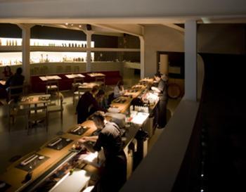 Vista do Bar de Sushi a partir da Entrada (Lado da Rua)