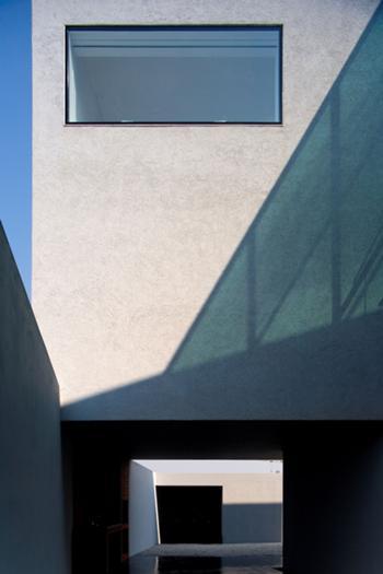 vista do espaço coberto/pátio/acesso garagem
