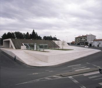 Vista Geral da praça frontal à estação de camionagem