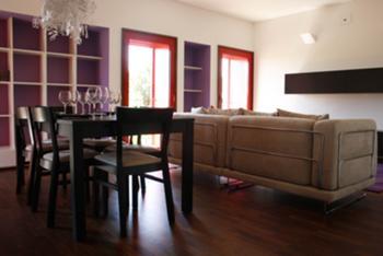 vista da sala de estar de um dos apartamentos