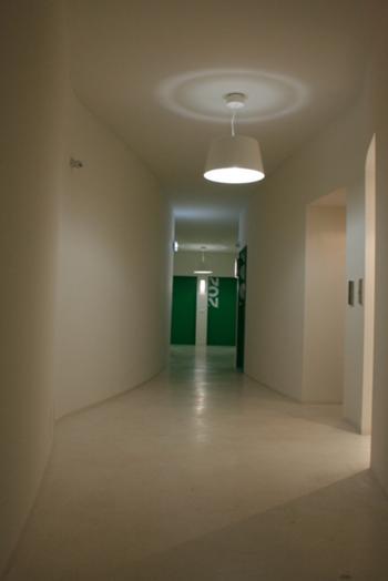 vista de um dos corredores de acesso aos apartamentos