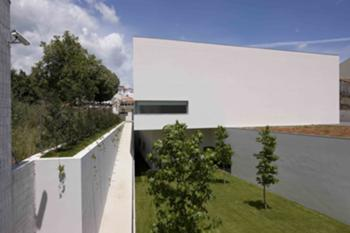 Perspectiva exterior - edifício novo -jardim