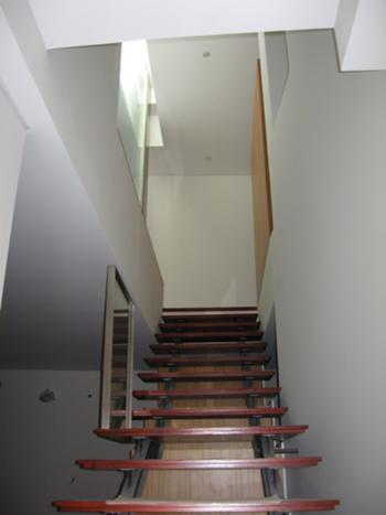 Escadas de acesso ao piso