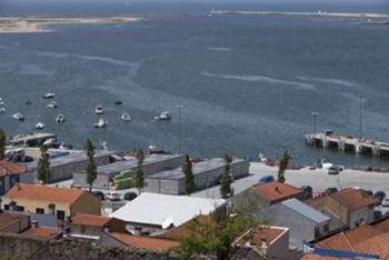 Vista geral do conjunto com a foz do Rio Douro em fundo