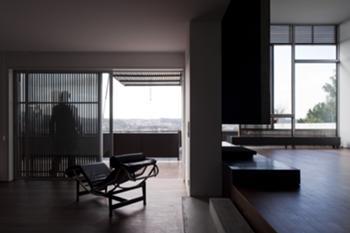 Habitação Unifamiliar, Leiria > Interior, Articulação Salas e varanda exterior