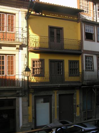 Fachada da rua de Camões depois da intervenção