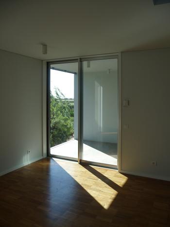 interior 1, vista do escritório para a varanda