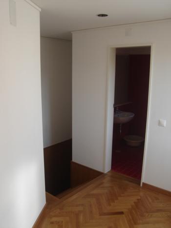 piso 1: escadas acesso e vão da instalação sanitária