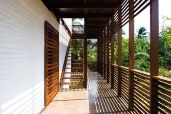 Galeria de acesso aos Quartos e Escada para Sala