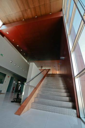 Foyer e escada de acesso ao 1º andar