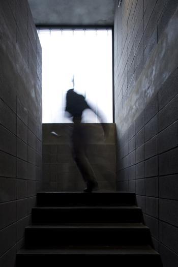 Escadas entre armazém e recepção